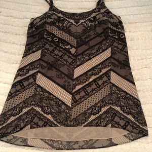 CAbi Tops - Cabi manaco lace print cami medium